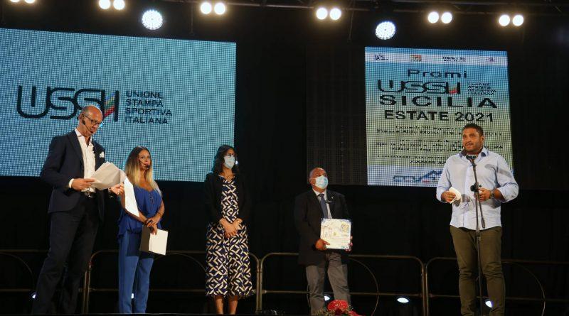 """""""Questo premio è merito dei nostri ragazzi, loro sono la DLF Nissa Rugby"""". Andrea Lo Celso raggiante sul palco di Trecastagni per il Premio Ussi Sicilia Estate 2021"""