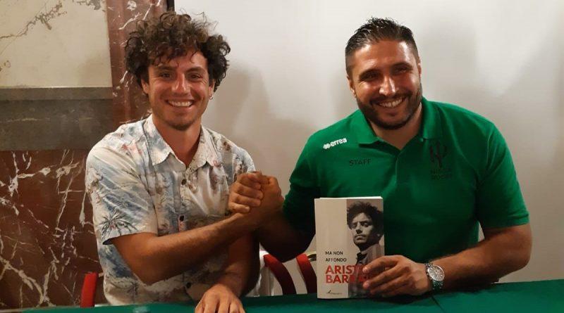 """DLF Nissa Rugby, Aristide Barraud ha presentato il suo libro """"Ma non affondo"""". Il messaggio dell'ex-rugbista francese: """"Credere nella pace e non affondare nell'odio"""""""